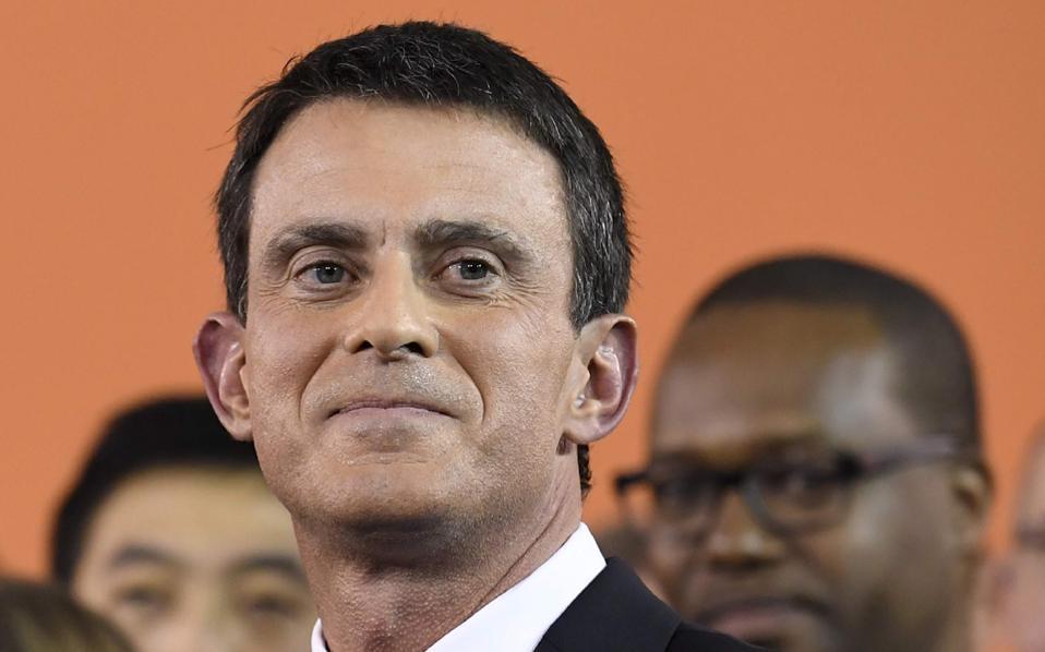 Ο Μανουέλ Βαλς κατά την ανακοίνωση της υποψηφιότητάς του για το χρίσμα του γαλλικού Σοσιαλιστικού Κόμματος, από το παρισινό προάστιο Εβρί, απ' όπου ανακοίνωσε και την παραίτησή του από το πρωθυπουργικό αξίωμα.