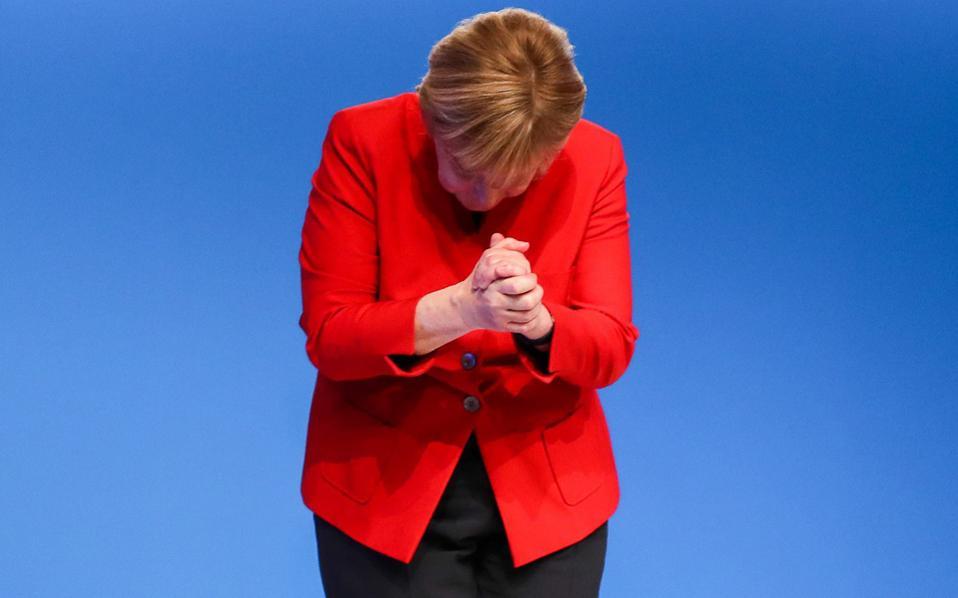Η Αγκελα Μέρκελ ευχαριστεί τους συνέδρους για την ανανέωση της εμπιστοσύνης τους, αφού επανεξελέγη με ποσοστό 89,6%, συσπειρώνοντας το κόμμα της ενόψει εκλογών του Σεπτεμβρίου.