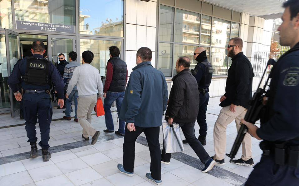 Και οι οκτώ αξιωματικοί του τουρκικού στρατού έχουν κάνει χρήση των διαδικασιών για παροχή ασύλου. Ο χρόνος ολοκλήρωσης των διαδικασιών ασύλου προσδιορίζεται το νωρίτερο τον προσεχή Απρίλιο.