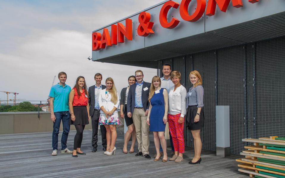 Η Bain & Company, συμβουλευτική εταιρεία διοίκησης επιχειρήσεων, έχει κατακτήσει άλλες τρεις φορές την πρωτιά ως προς τις συνθήκες εργασίας που προσφέρει.