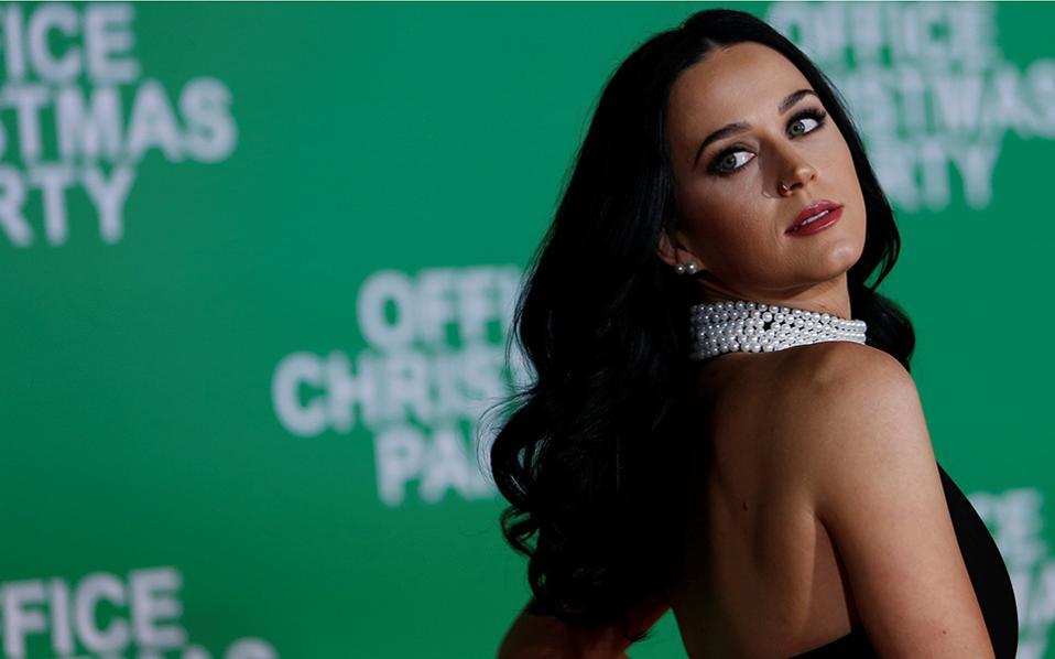 Δανεικά. Λίγη από την λάμψη της έφερε η Katy Perry στην πρεμιέρα της ταινίας «Office Christmas Party», που έγινε στο Λος Αντζελες της Καλιφόρνια. REUTERS/Mario Anzuoni