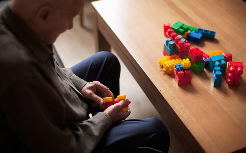Η μεγαλύτερη αύξηση, με 16,4%, παρατηρείται στους Γερμανούς άνω των 70 ετών, με τους ειδικούς να προειδοποιούν για ολοένα και περισσότερους ηλικιωμένους με πρόβλημα χρέους.