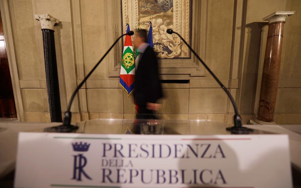 Χθες συνεχίστηκαν για δεύτερη ημέρα οι διερευνητικές επαφές του προέδρου της Δημοκρατίας Σέρτζιο Ματαρέλα με τους εκπροσώπους των πολιτικών κομμάτων, οι οποίες αναμένεται να ολοκληρωθούν σήμερα.