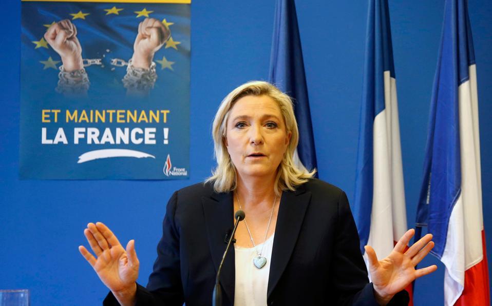 Στις προεδρικές εκλογές της Γαλλίας, διαφαίνεται ορατή η προοπτική μιας νίκης της Μαρίν Λεπέν, που απειλεί να βγάλει από την Ευρωζώνη τη δεύτερη σε μέγεθος οικονομία της.