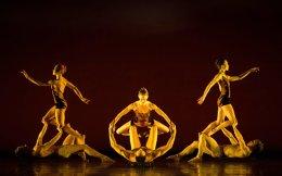 Οι χορευτές γίνονται κροταλίες, βράχοι, κάκτοι, πουλιά της ερήμου και άλλα...