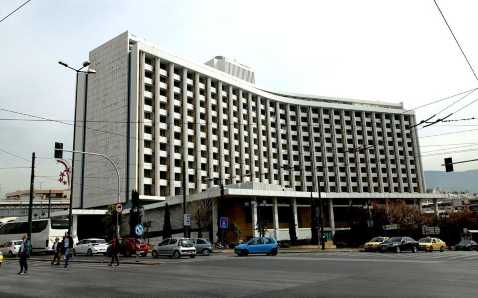 Εκτός από την πώληση δωματίων, που εισάγει ένα νέο τουριστικό προϊόν στην Αθήνα, στο Hilton θα δημιουργηθούν χώροι ψυχαγωγίας και νέα εμπορικά καταστήματα.