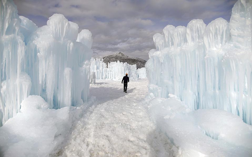 Εφήμερα κάστρα. Με την βοήθεια των χαμηλών θερμοκρασιών και άφθονου νερού τα Ice Castles στο Midway της Utah είναι έτοιμα για τους επισκέπτες.  AP Photo/Rick Bowmer
