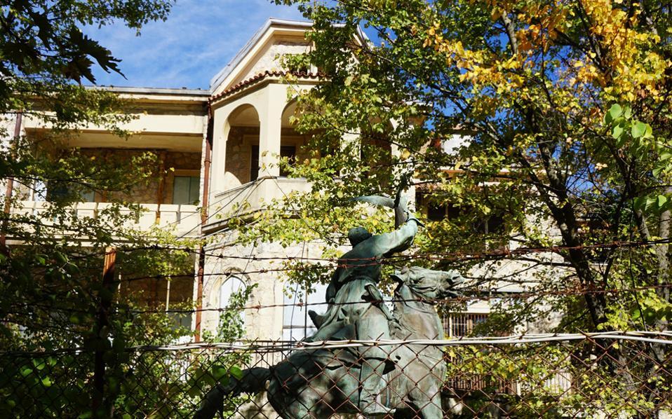 Το άγαλμα του Κοζάκου Κυνηγού, έργο του Γεβγκένι Λανσεράι από τη Ρωσία.