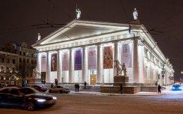 Εως τις 8 Ιανουαρίου 2017 συνεχίζεται η σπουδαία έκθεση σύγχρονης ελληνικής τέχνης «Genii Loci. Ελληνική τέχνη από το 1930 έως σήμερα», στο Κρατικό Μουσείο Μανέζ στην Αγία Πετρούπολη, μια έκθεση με 140 έργα.