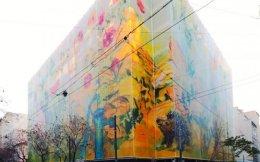 Ο ζωγράφος Γιάννης Κόττης «έντυσε» με ζωγραφιές το Μινιόν και τη... γειτονιά.