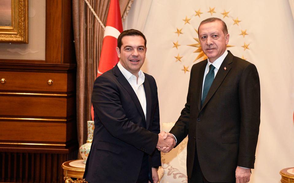 Ενα ενδεχόμενο για τη διμερή συνάντηση κορυφής του Αλέξη Τσίπρα με τον Ταγίπ Ερντογάν είναι να πραγματοποιηθεί στη Γενεύη λίγο πριν από την πολυμερή της 12ης Ιανουαρίου.