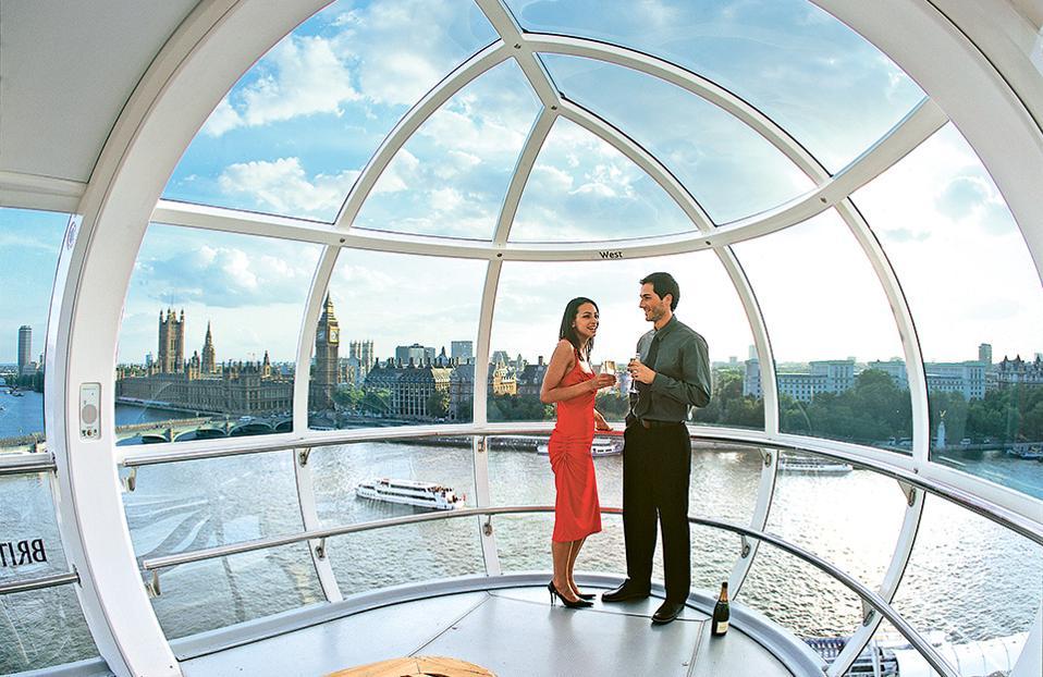 To London Eye  προσφέρει μοναδική θέα του Λονδίνου από ψηλά.