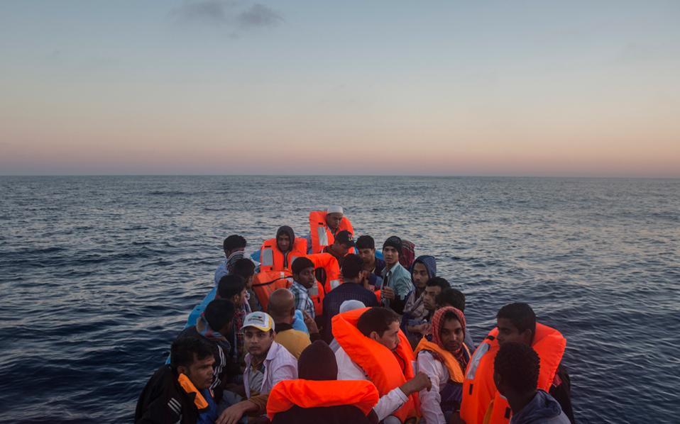 Οι πρόσφυγες έχουν πληροφορηθεί ότι ο δρόμος προς την Ευρώπη μέσω Ελλάδας δεν είναι πλέον εύκολος. Ομως οι οικονομικοί μετανάστες, από την Αφρική, άντρες νέοι στην πλειονότητά τους, είναι περισσότερο «ριψοκίνδυνοι».