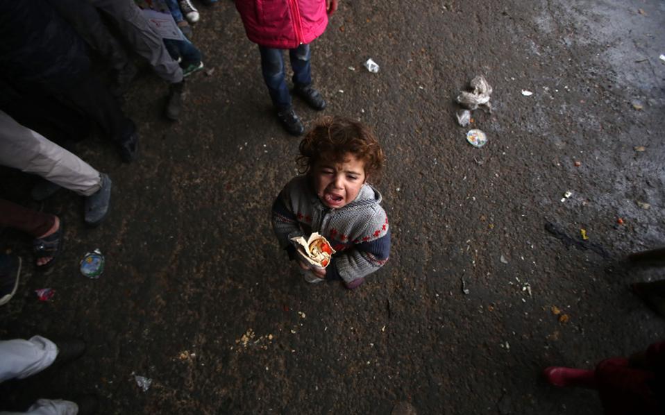 Σε καταυλισμό της Τζιμπρίν κατέφυγε το κοριτσάκι της φωτογραφίας, που μαζί με την οικογένειά του εγκατέλειψε από το Χαλέπι.