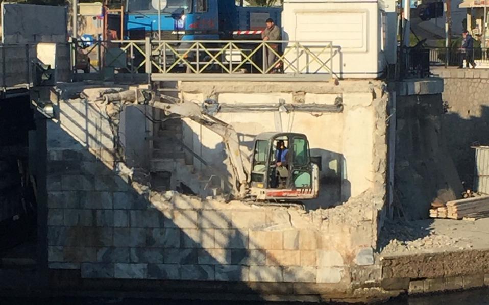 Αγνώστου ιδιοκτήτη η γέφυρα του Ευρίπου