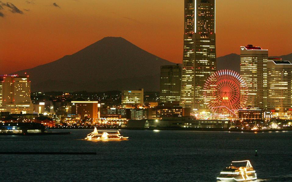 Το όρος Φούτζι  σιγοκαίγεται στο ηλιοβασίλεμα του Τόκιο.