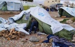 Οι πρόσφατες χιονοπτώσεις και οι ραγδαίες βροχές επιδείνωσαν τις συνθήκες διαβίωσης στους προσφυγικούς καταυλισμούς.