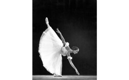 Η Ν. Μπεσμέρτνοβα ως Ζιζέλ, στο μπαλέτο «Ζιζέλ» του Αντ. Αντάμ. Από τη σπουδαία συλλογή του Μουσείου του Θεάτρου Μπολσόι.