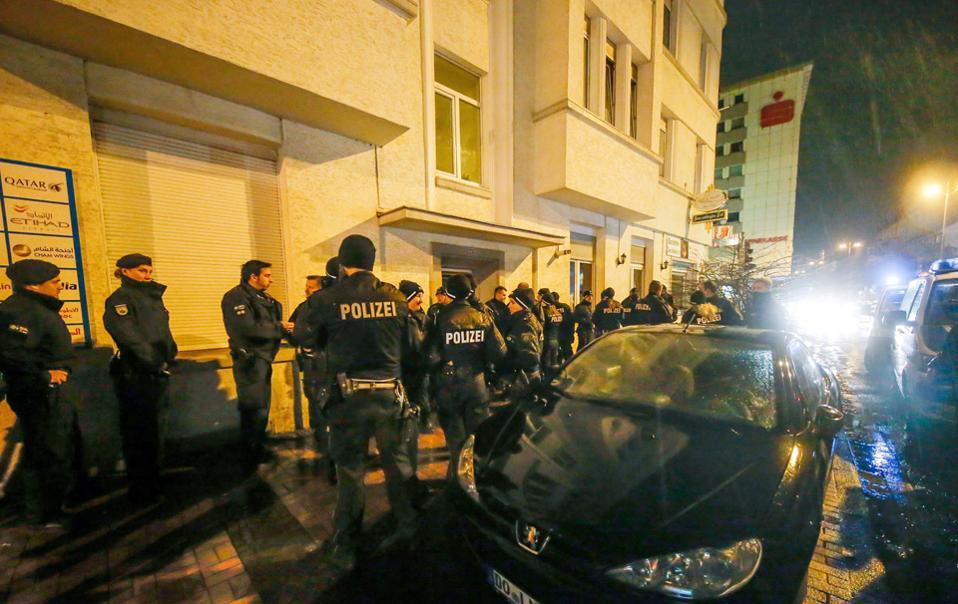 Σε έρευνες που ακολούθησαν την επίθεση στη χριστουγεννιάτικη αγορά του Βερολίνου, Γερμανοί αστυνομικοί συνέλαβαν τον 24χρονο Μαροκινό Redouane S.