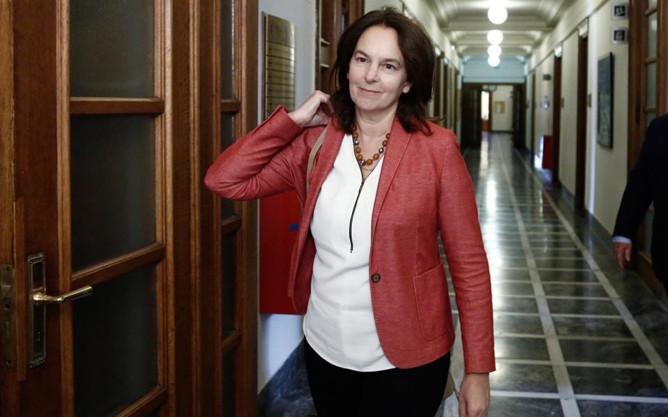 Σύμφωνα με τα στοιχεία τόσο του Ελεγκτικού Συνεδρίου όσο και με αυτά που παρουσίασε χθες στη Βουλή η υφυπουργός Οικονομικών κ. Κ. Παπανάτσιου (φωτ.), από το σύνολο των χρεών το 33% αφορά πρόστιμα του Κώδικα Βιβλίων και Στοιχείων.