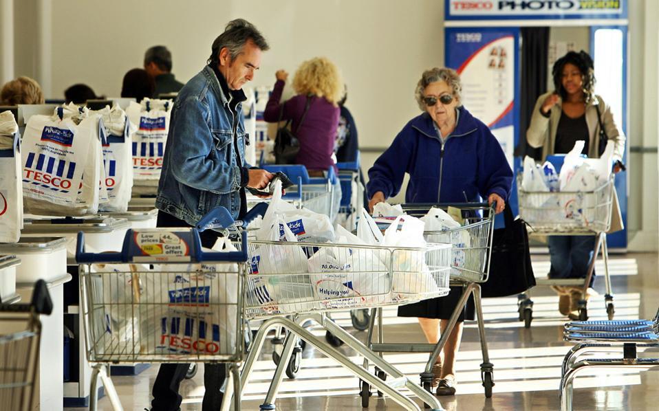 Η αμοιβή και με κουπόνια για σούπερ μάρκετ, που χρησιμοποιείται διεθνώς ως πρακτική επιβράβευσης, στην Ελλάδα τείνει να πάρει πολύ ευρύτερες διαστάσεις.