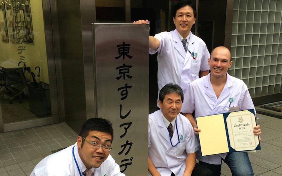 Ο Αντώνης Δρακουλαράκος κατά το τελευταίο του ταξίδι στο Τόκιο για την εκμάθηση της τέχνης του σούσι.