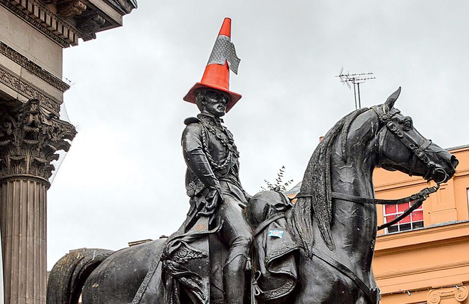 Ενας κώνος «στολίζει» συχνά το κεφάλι του Δούκα του Ουέλινγκτον. (Φωτογραφία: SHUTTERSTOCK)