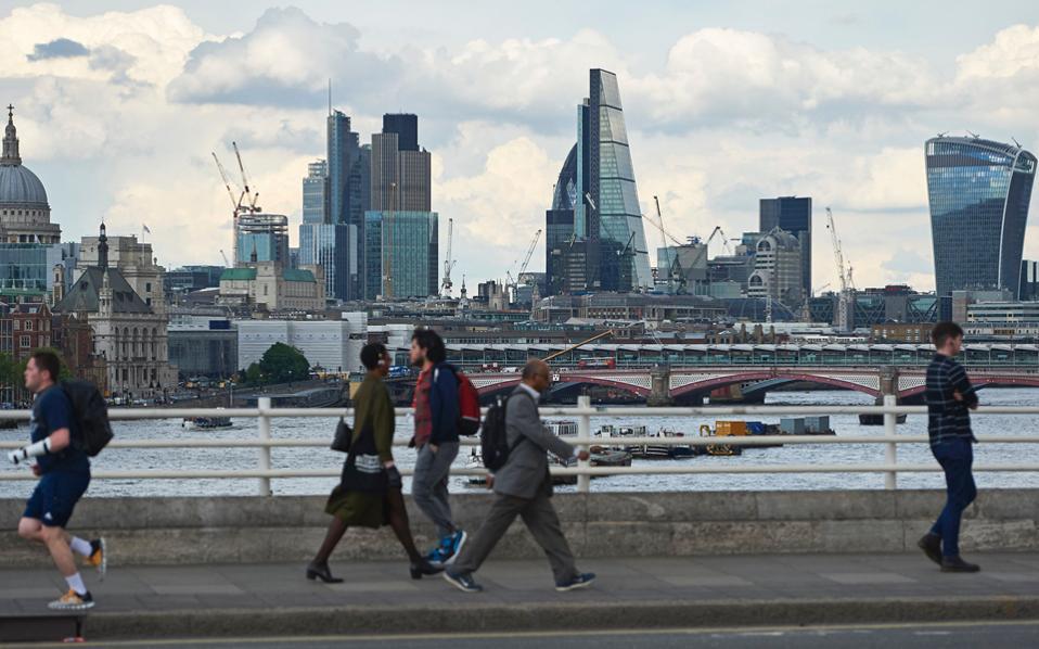 Οι ουρανοξύστες του Σίτι του Λονδίνου, όπως φαίνονταν από τη γέφυρα για πεζούς του Βατερλό τον Μάιο του 2016.