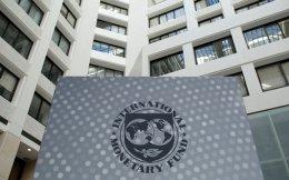 Η δημόσια σύγκρουση ΔΝΤ - Κομισιόν και η αβεβαιότητα για τις προθέσεις του νέου προέδρου των ΗΠΑ, Ντόναλντ Τραμπ, έχουν αρχίσει να διαμορφώνουν κλίμα πιο ευνοϊκό σε μια απομάκρυνση του Ταμείου.