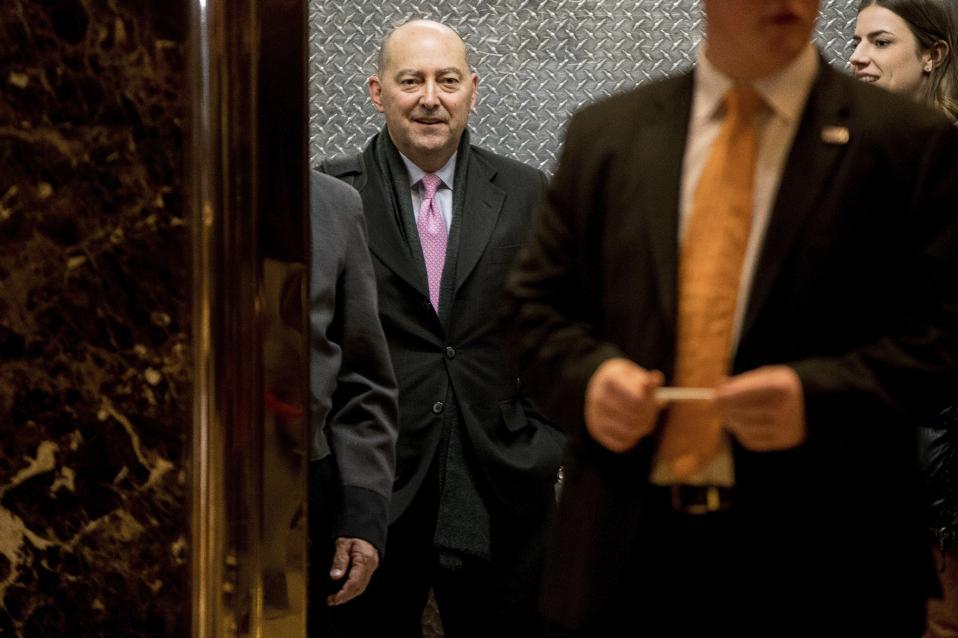 Ο κ. Σταυρίδης στον Trump Tower, λίγο πριν τη συνάντηση με τον κ. Τραμπ. AP Photo/Andrew Harnik