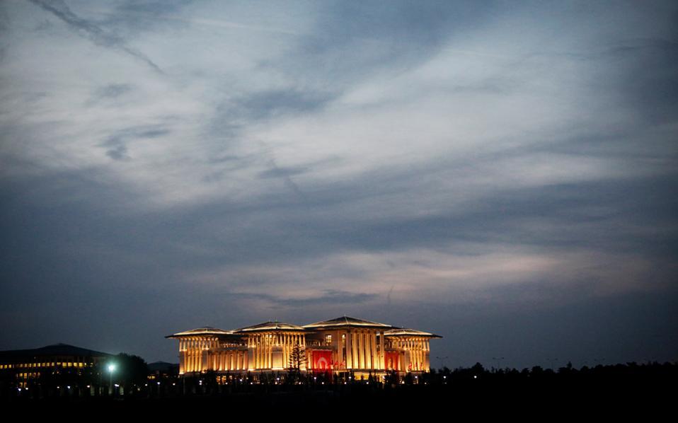 Ισως η πλέον χαρακτηριστική φράση των αντιλήψεων του Ερντογάν είναι ότι «όταν τελειώσει αυτή η ιστορία η Τουρκία ή θα έχει μεγαλώσει ή θα έχει μικρύνει».