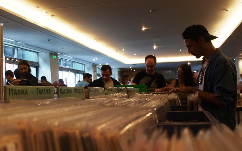 Στο 9o «Vinyl is Back»,  στο Ελληνικό Μουσείο Αυτοκινήτου, θα δούμε και πολλές εκδηλώσεις όπως live γνωστών γκρουπ.