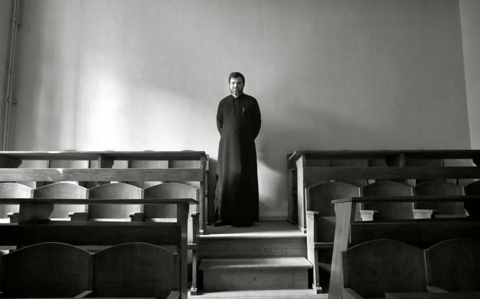 Ο πατήρ Γεδεών, ένα από τα πέντε μέλη της κοινότητας της μονής.