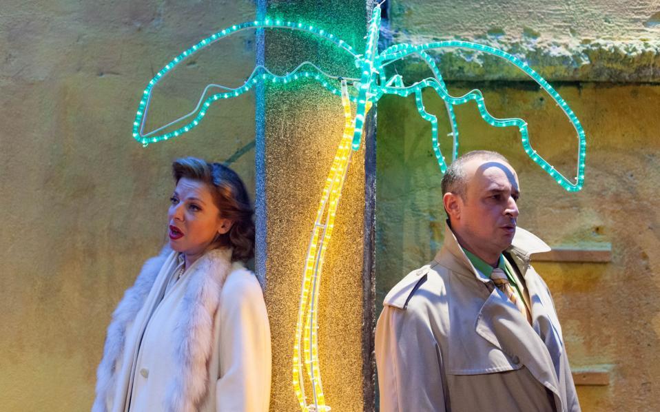 Η Ειρήνη Αθανασίου και ο Μιχάλης Ψύρρας ενσάρκωσαν το κεντρικό ζευγάρι στην όπερα «Ταραχή στην Ταϊτή» του Λ. Μπέρνσταϊν (φωτ.: Π. Σκαφίδας).