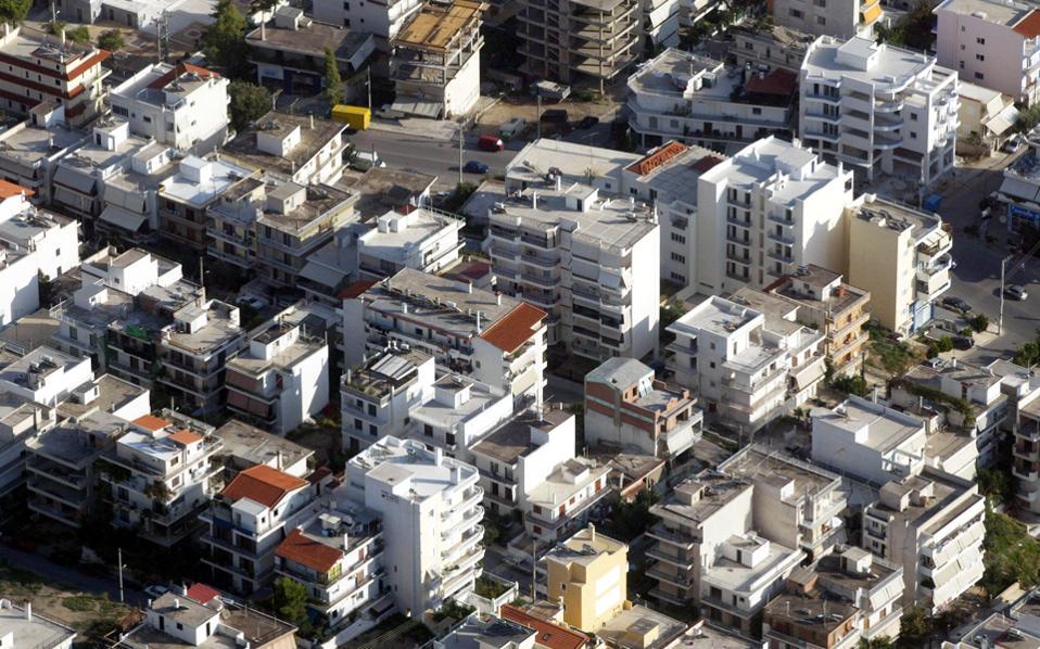 Από το υφιστάμενο απόθεμα κατοικιών ένα ποσοστό της τάξεως του 1,5% εκτιμάται ότι «αποσύρεται» από την αγορά, δηλαδή περιέρχεται σε αχρηστία. Παράλληλα η αγορά δημιουργεί νέα ακίνητα προς χρήση που αντιστοιχούν στο 0,5% των συνολικών ακινήτων.