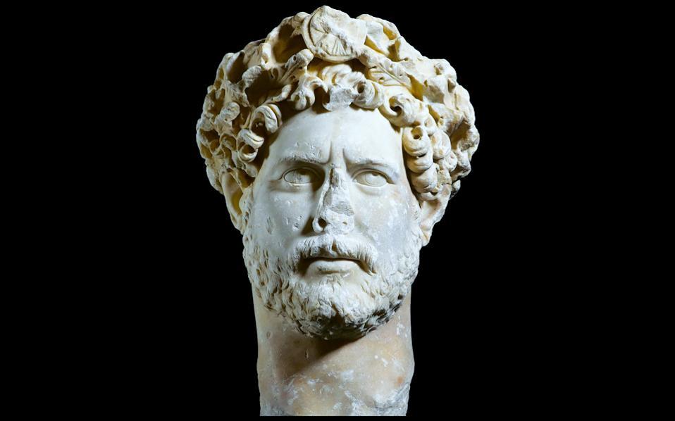 Ο αυτοκράτορας Αδριανός με γενειάδα φιλοσόφου. Το πορτρέτο βρέθηκε το 1933 στη λεωφόρο Συγγρού.