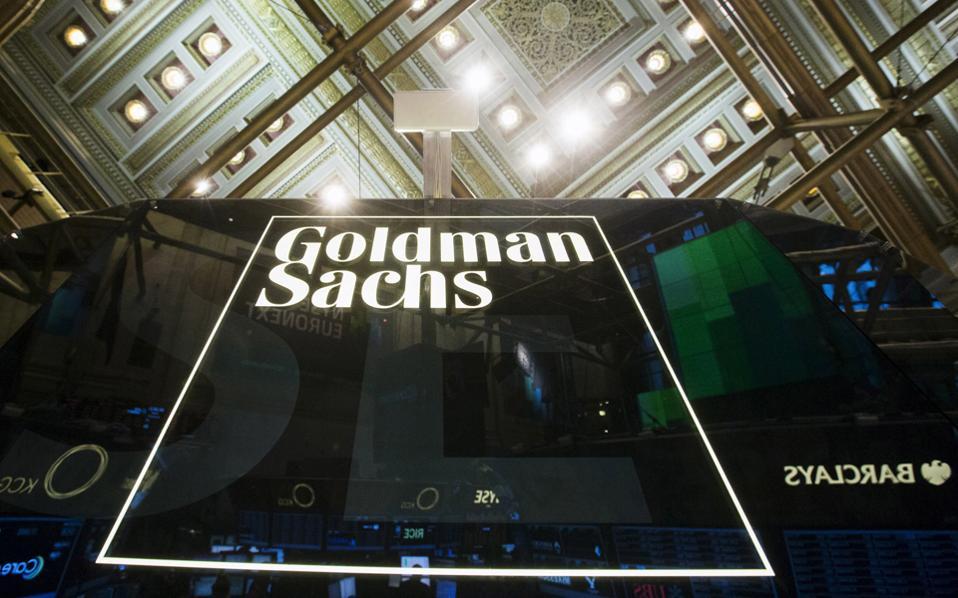 Σύμφωνα με την Goldman Sachs, οι βασικοί κίνδυνοι που αντιμετωπίζουν οι εγχώριες τράπεζες είναι η επιδείνωση της ποιότητας του ενεργητικού τους, η πρόοδος των σχεδίων αναδιάρθρωσης, η κατάσταση ρευστότητας, η μακροοικονομική πορεία της χώρας και η πολιτική σταθερότητα.