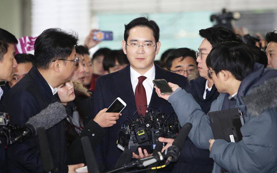 Ο Τζέι Λι εμπλέκεται στο σκάνδαλο που οδήγησε στην πτώση της τέως προέδρου της Ν. Κορέας.