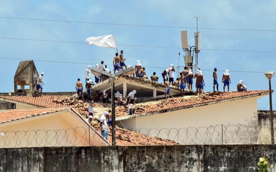 Στιγμιότυπο από εξέγερση στις φυλακές της Βραζιλίας.