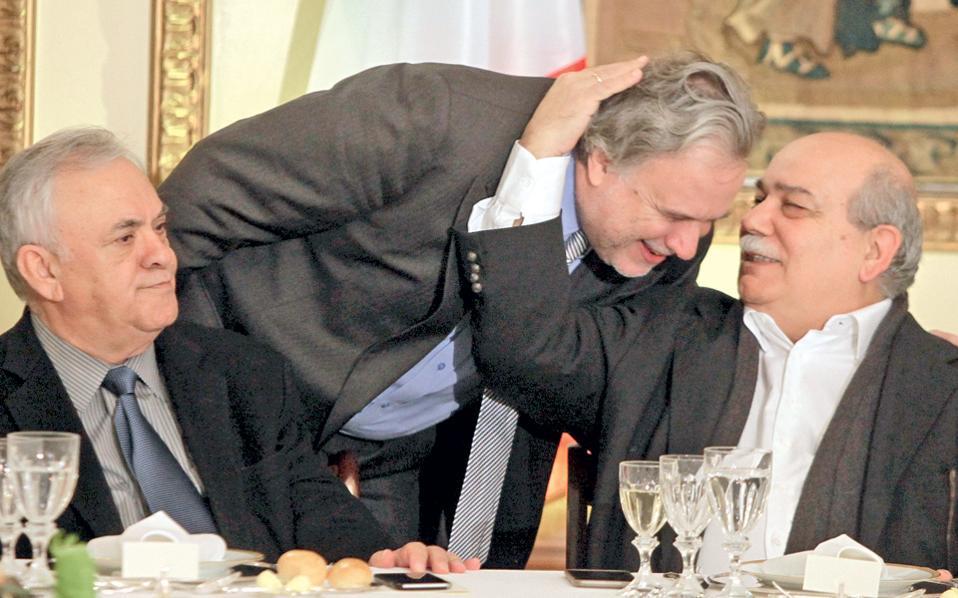 Αναγεννησιακές μορφές σε αναγεννησιακές πόζες, στο γεύμα προς τιμήν του προέδρου της Ιταλικής Δημοκρατίας...