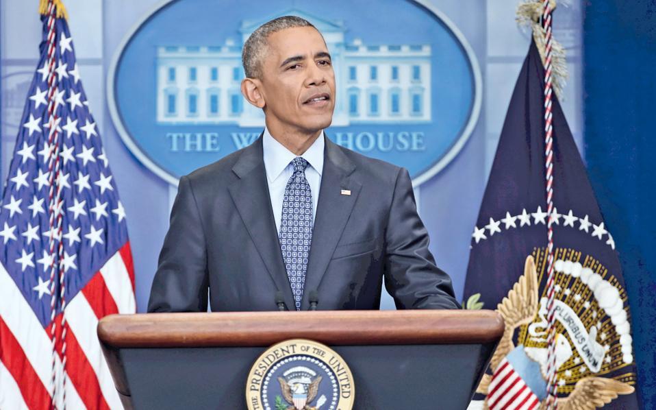 Την αισιοδοξία του για το μέλλον της Αμερικής, που εγγυώνται οι ικανότητες και η ευφυΐα της νέας γενιάς, εξέφρασε στην τελευταία του συνέντευξη Τύπου ενώπιον των διαπιστευμένων δημοσιογράφων του Λευκού Οίκου ο απερχόμενος πρόεδρος Μπαράκ Ομπάμα, δύο μόλις 24ωρα πριν παραδώσει τα ηνία στον διάδοχό του, τον 45ο πρόεδρο των ΗΠΑ Ντόναλντ Τραμπ. Ερωτηθείς για την κληρονομιά που αφήνει πίσω του, ο Μπαράκ Ομπάμα μίλησε για τις προσπάθειές του να προσεγγίσει τη Ρωσία, να διασφαλίσει την ειρήνη στη Μέση Ανατολή και να προωθήσει τα δικαιώματα των μειονοτήτων στις ΗΠΑ, ευχόμενος στον Τραμπ την ευόδωση των δικών του οραμάτων.
