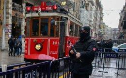 Στη φωτογραφία, πάνοπλος αστυνομικός κοντά στην πλατεία Ταξίμ της Κωνσταντινούπολης.