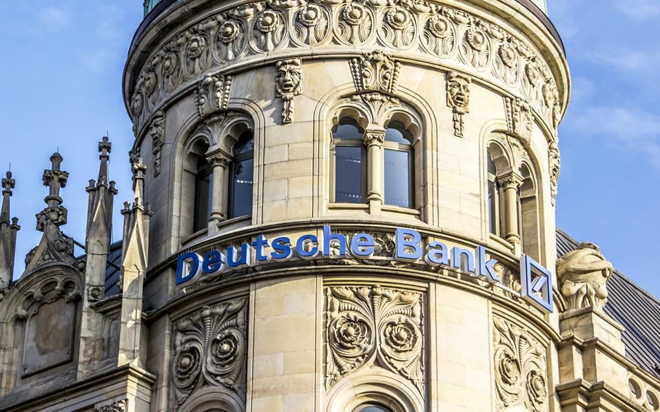 Η υπόθεση με τη Monte dei Paschi δεν είναι τόσο μεγάλη για τα δεδομένα της Deutsche Bank, αλλά υπενθυμίζει πως υπάρχουν σκοτεινές πτυχές στη διαπραγμάτευση παραγώγων σε μία από τις ισχυρότερες τράπεζες του κόσμου.