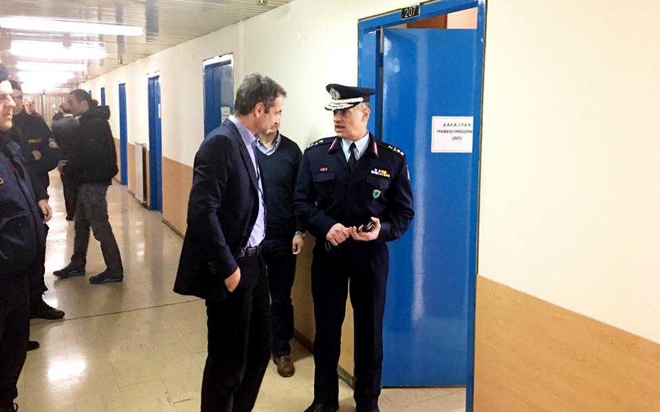 Αιφνιδιαστική επίσκεψη στη Διεύθυνση Αστυνομικών Επιχειρήσεων Αττικής πραγματοποίησε χθες ο πρόεδρος της Ν.Δ. Κυρ. Μητσοτάκης.