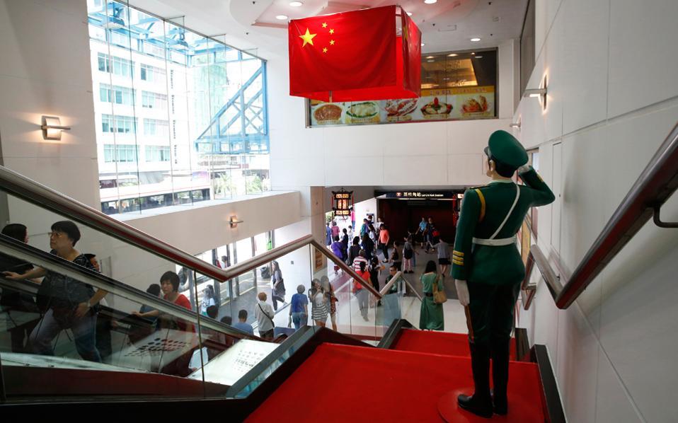 Το 2015 στην Chongqing κατασκευάζονταν εμπορικά κέντρα επιφανείας 3,7 εκατ. τ.μ., μέγεθος δεκαπλάσιο σε σύγκριση με το αντίστοιχο της Ν. Υόρκης.
