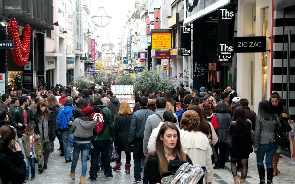 Οι τιμές αυξήθηκαν σε Ερμού, Κηφισιά, Γλυφάδα στην Αθήνα, και στην οδό Τσιμισκή στη Θεσσαλονίκη. Μάλιστα, ο ρυθμός ανόδου των ενοικίων επιταχύνθηκε κατά το β΄ εξάμηνο του 2016, καθώς η ζήτηση συνεχώς ενισχυόταν.