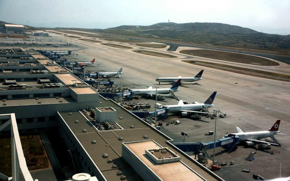 Από το 2012, μόνο το καλοκαίρι, πτήσεις μεταξύ Αθήνας και Ν. Υόρκης εκτελούν η Delta Air Lines (JFK) και η United Airlines (Newark) και μεταξύ Αθήνας και Φιλαδέλφειας η American Airlines.