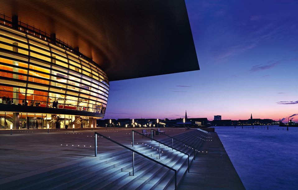 Η Οπερα, την οποία σχεδίασε η ομάδα των Henning Larsen Architects, εγκαινιάστηκε το 2005. (Φωτογραφία: Adam Mοrk)