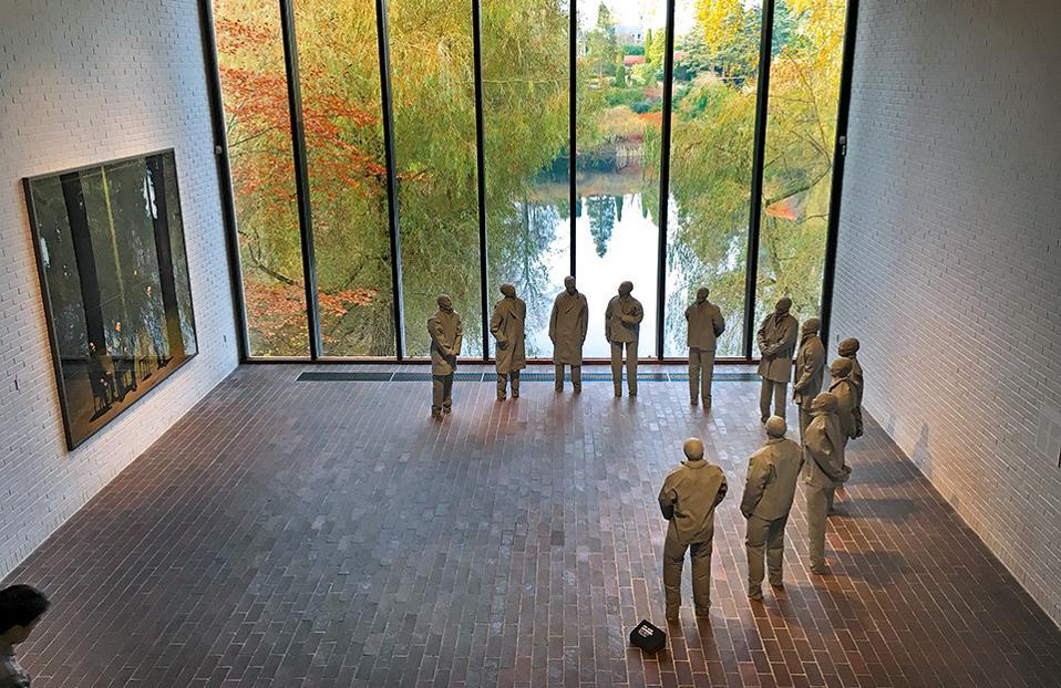 Το έργο «Half Circle» του Ισπανού γλύπτη Juan Munoz φιλοξενείται στην αίθουσα Giacometti του μουσείου σύγχρονης τέχνης Louisiana. (Φωτογραφία: ΜΑΡΙΑ ΚΩΒΑΙΟΥ)