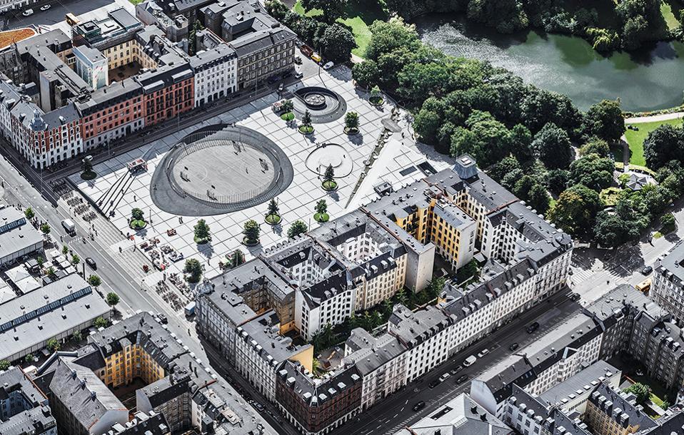 Η πλατεία Israels Plads, δημιούργημα του αρχιτεκτονικού γραφείου COBE. (Φωτογραφία: Rasmus Hjortshoj)